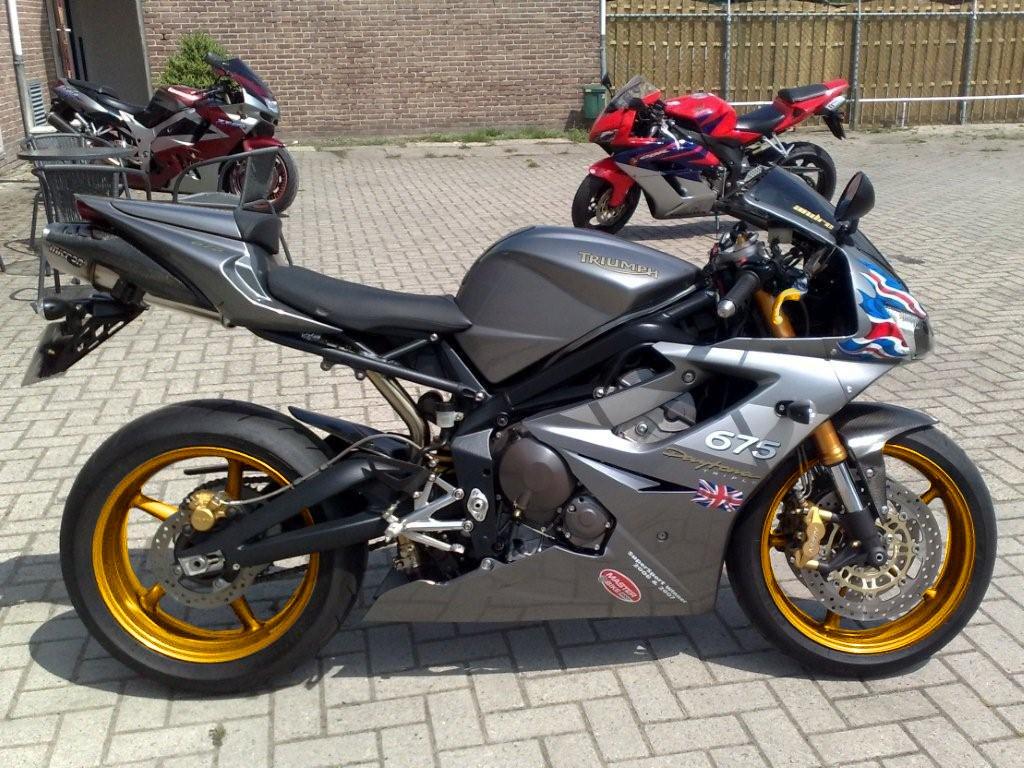 Graphite D675 Union Jack Nose Gold Wheels 675cc Triumph 675 Forum